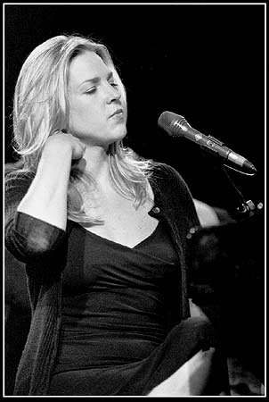 http://www.jazzpages.com/Knaepen/Diana-Krall.jpg