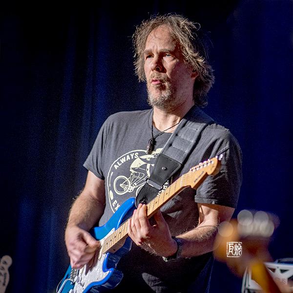 Der Gitarrist Jan Lindqvist