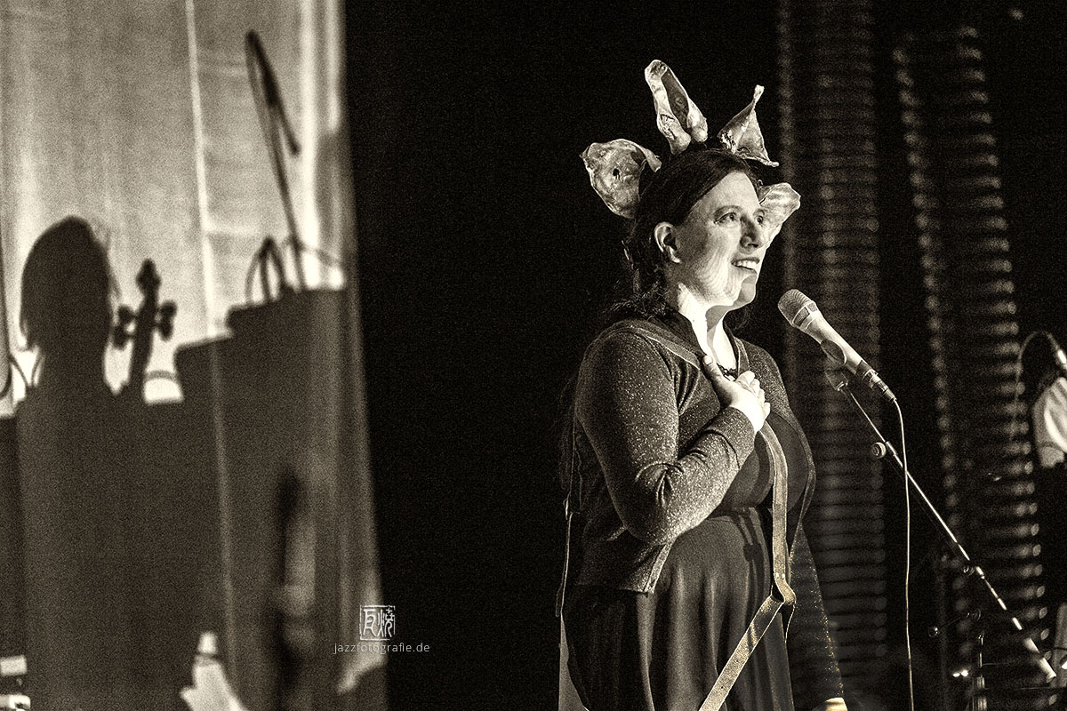 Erika Stucky im Porgy & Bess - Photo: Frank Schindelbeck Jazzfotografie