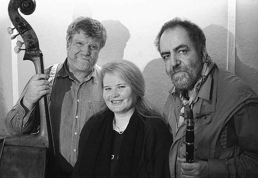 Hans Kumpf, Frau Kumpf, Jan Jankeje (von rechts)